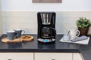 """Russell Hobbs präsentiert die Victory Frühstückserie. """"Diese verbindet hochwertige Ausstattung mit zeitlosem Design"""", wie der Hersteller sagt. Die Serie umfasst zwei Kaffeemaschinen, zwei Toaster sowie zwei Wasserkocher."""