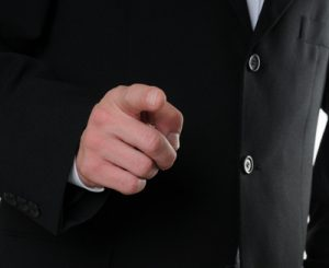 Eine alte Weisheit besagt: Die helfende Hand hängt am eigenen Arm.  Wer es nicht glaubt, der soll's mal versuchen. (Bild: Jorma Bork/ pixelio.de)