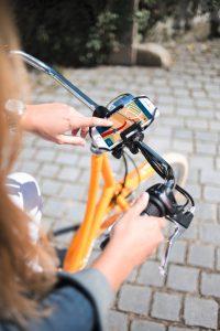 Mit dem Smartphone-Fahrradhalter steht der sicheren Nutzung des Mobiltelefons als Navi bei der nächsten Rad-Tour nichts mehr im Wege.