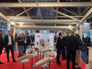 Auf der Intersolar zog Energy3000 solar mit seinem Carport die Blicke und das Interesse der Besucher auf sich.