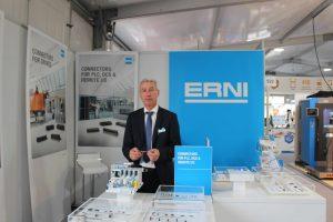 """Richard Reithmeier, Vertriebsaußendienst bei ERNI, präsentierte das Unternehmen in Linz in der """"Nebenhalle"""