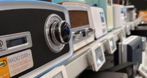 Im Handel sind DAB+ Radios in allen Preisklassen zu finden – die Nachfrage steigt.