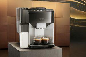 Mit einfacher Bedienung und OneTouch Double Cup will der Kaffeevollautomat EQ.500 punkten.