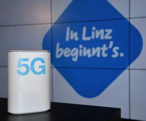 5G-Premiere von Drei in Linz. Pilotkunden können Österreichs erstes zusammenhängendes 5G Netz mit Routern von Drei testen.