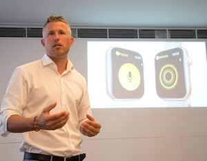 Stefan Amon, A1 Director Residential Sales, bei der Vorstellung des neuen A1-Angebots mit der Apple Smart Watch Series 4.