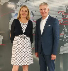 Im Bild: Iris Thalbauer, Geschäftsführerin der Bundessparte Handel der WKÖ und Handelswissenschaftler Prof. Thomas Rudolf. (Bild: WKÖ)
