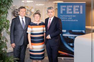 Staffelübergabe bei de Jahres-Pressekonferenz des FEEI: GF Lothar Roitner, die scheidende Präsidentin Brigitte Ederer und ihr Nachfolger Wolfgang Hesoun (vlnr).