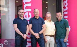 Harald Reinhard, Partnermanager Region Ost Magenta, Hannes Speil und Erich Karner, GF von Kesh Media, sowie Michael Noichl, SVP Consumer Sales Magenta, bei der offiziellen Eröffnung des neuen Magenta-Partnershops in der Wiener Thalia Straße.