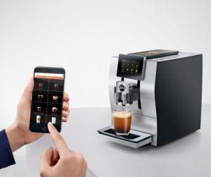 Mit der J.O.E.-App lassen sich geeignete Vollautomaten von Jura per Smartphone steuern.
