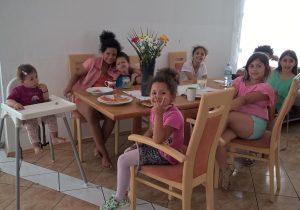 """Der Verein MUT sucht noch bis 31. August Unterstützer aus allen Branchen – im Mittelpunkt der Aktion """"Social Summer Wien"""" steht gemeinsames Helfen ohne Geldspenden."""