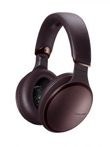 Ob für Musikenthusiasten, Filmfans oder Gamer – der HD610N mit Noise Cancelling (im Bild) und der HD305B stehen für hervorragenden Klang ohne Kabel.