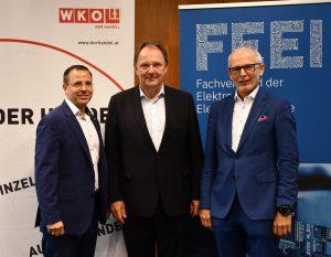 BIM Andreas Wirth, Robert Pfarrwaller, Fachausschuss-Vorsitzender Elektrogroßhandel des Bundesgremiums Elektro- und Einrichtungsfachhandel, sowie Manfred Müllner, Geschäftsführer-Stellvertreter des FEEI, haben heute das Positionspaier der Elektro-Branche zur Neugestaltung des EEG präsentiert.