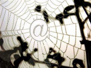 """Die Absicherung des eigenen Onlineshops essenziell. Denn Sicherheitslücken werden von Tätern schnell erkannt und gnadenlos ausgenutzt"""", sagt die WKÖ, die Unternehmen mit einer """"breiten Palette von Maßnahmen"""" bei der Digitalisierung """"mit ganz konkreter Hilfestellung"""" zur Seite steht. (Bild: pepsprog/ pixelio.de)"""