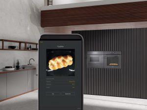 """Miele bietet mit seiner neuen Einbaugerätegeneration 7000 eine Vielfalt an Vernetzungsoptionen. So zB FoodView, eine Technologie die einen Blick in den """"arbeitenden"""" Backofen erlaubt, ohne die Türe öffnen zu müssen. (Foto: Miele)"""