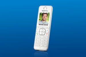Das neue Designtelefon FRITZ!Fon C6 ist ein Alleskönner für Telefonie und Smart-Home-Anwendungen.