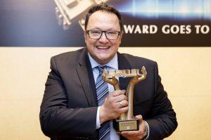 """Hannes Katzenbeisser wurde für seine """"SalesButler-App"""" mit dem """"LENA Award 2019"""" für das beste Konzept in der Kategorie """"Digitalisierung Im Training"""" ausgezeichnet."""