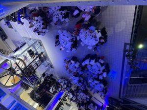 """Auch die Unterhaltung kam bei der 10. Tafelrunde nicht zu kurz: """"Nachts im Museum"""" wurden kulinarische Köstlichkeiten serviert."""