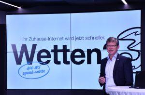 Drei gibt sich von seinem neuen Angebot sehr überzeugt. Um die Botschaft, schnelleres Internet für zu Hause auch an die Österreicher zu bringen, geht Drei die Speed-Wette ein, wie CCO Rudolf Schrefl erklärt.