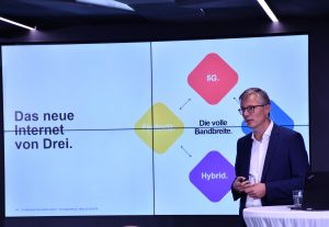Drei CEO Jan Trionow beim heutigen kommerziellen Launch von 5G und Hybrid-Internet durch Drei.
