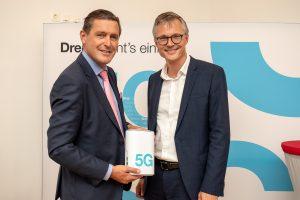 Peter Hanke, Digitalisierungsstadtrat der Stadt Wien, und Jan Trionow, CEO von Drei, läuteten heute die nächste Mobilfunkgeneration in Wien ein.