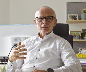"""Manfred Müllner, stv. GF des FEEI, kennt nach fast 30 Jahren in der Interessensvertretung die Branche wie seine Westentasche – und ist optimistisch, weil's auch in Zukunft """"menscheln"""" wird."""