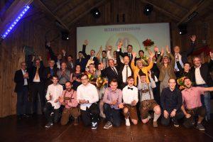 Das gesamte Team von Expert Gamsjäger mit den Jubilaren sowie einigen der Gratulanten, darunter Bundesspartenobfrau Kommerzialrätin Ing. Renate Scheichelbauer-Schuster sowie Bürgermeister von Ybbs und Abgeordneter zum Nationalrat Alois Schroll.