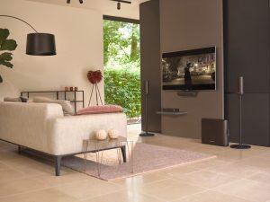 Harman Kardon Surround sorgt für atemberaubenden Heimkinoklang im stilvollen Design.