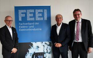 Dr. Manfred Müllner, stellvertretender Geschäftsführer des FEEI, Dr. Kurt Hofstädter von Siemens Österreich sowie Prof. Andreas Kugi, Technische Universität Wien, legten in einem Hintergrund-Gespräch des FEEI die Chancen Österreichs bezüglich dem Einsatz künstlicher Intelligenz in der Elektro- und Elektronikindustrie dar.