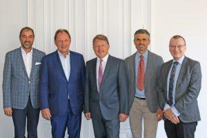 Hans-Peter Ranftl, CSO, und Robert Pfarrwaller, CEO von Rexel Austria sowie Comtech IT-Solutions GF Franz und Hannes Rettenbacher sowie Franz Fehringer gaben die Übernahme von Comtech bekannt.