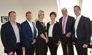 EP:Regionalleiter Erich Theuermann und EP:Geschäftsführer Michael Hofer gratulierten Nina Ramert, Brigitte Ramert, Günther Ramert und Heinz Ramert zum Doppel-Jubiläum (v.l.n.r.).