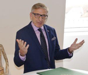 Josef Herk, Präsident der Wirtschaftskammer Steiermark, war voll des Lobes für die unternehmerische Leistung der Ramerts – und überreichte anschließend natürlich zwei Jubiläums-Urkunden.