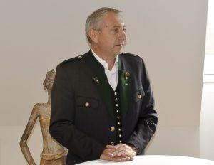 """Stellvertretend für die Lieferanten richtete Gerd Lambauer, Leiter der Schäcke-Niederlassung Graz, Dankesworte an den Traditionsbetrieb und hob die """"nicht immer einfache, aber stets gute und faire Zusammenarbeit"""" hervor – die im Fall von Schäcke seit fast 30 Jahren besteht."""