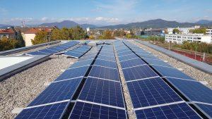 Für das AMS in Klagenfurt realisierte Energy3000 solar eine 120 kWp-Anlage in nur vier Arbeitstagen.