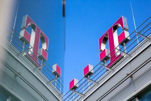 """Konstant beim Klimaschutz: Bereits zum fünften Mal in Folge erreicht der Magenta-Mutterkonzern Deutsche Telekom die Aufnahme in die """"Climate A List"""". Zudem schaffte es der Telekommunikationskonzern zum sechsten Mal in Folge, in den Dow Jones Sustainability Index (DJSI) aufgenommen zu werden."""