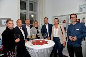 ÖFV-Generalsekretärin Barbara Steiner mit Vertretern von Anker, Storebox und Fachl.