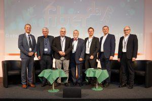 Beim CMG Fiberday 2019 versprachen die GF von fünf Landesgesellschaften kräftige Investitionen in die Glasfaser-Infrastruktur. (V.l.n.r.: Igor Brusic (Vice President, Deputy Director aggfa), Arno Abler (Breitbandserviceagentur Tirol), Peter Schark (Breitbandinitiative Kärnten, BIK), Heinz Pabisch (Leiter aggfa), Herbert Jöbstl (Steirische Breitband- und Digitalinfrastrukturgesellschaft, sbidi), Hartwig Tauber (Niederösterreichische Glasfaserinfrastrukturgesellschaft, nöGIG), Martin Wachutka (Fiber Service OÖ))
