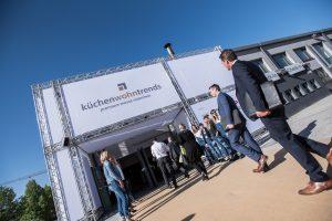 """Die zum neunten Mal von Veranstalter Trendfairs GmbH (München) inszenierte Fachmesse für die Einrichtungsbranche """"küchenwohntrends"""" am 5. und 6. Mai 2020 bleibt sich und ihrem Konzept treu: """"Es handelt sich um ein Premiumformat, das alle Facetten der Branche spiegelt – eine Fachmesse pur."""" (Bilder: Trendfairs)"""