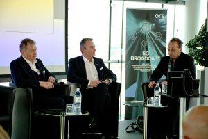 Gerhard Zeiler (li.) und Marcus Grausam (Mi.) diskutierten – moderiert von Johann Puntigam – die Auswirkungen, Chancen und Risiken der mit 5G einhergehenden Veränderungen für die Rundfunk- und Telekombranche.