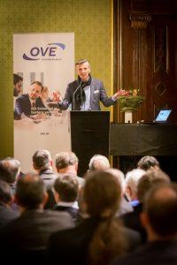 Günter Idinger, Präsident des österreichischen Nationalkomitees von CENELEC und IEC, erläuterte die wichtiger werdende Rolle Österreichs in der internationalen Normung.