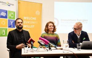 EEÖ-GF Florian Maringer, Katharina Rogenhofer, Sprecherin des Klimavolksbegehrens und Paul Unterhuber, Demox Research stellten heute die Ergebnisse der repräsentative Umfrage zur Sicht der Österreicher auf die Energiewende vor.