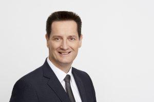 Harald Pölzl wechselt vom EFH zum MFH. Er folgt Karl Buxer als VL Möbelfachhandel nach.