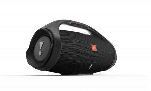 Die Boombox 2 – der neueste tragbare Lautsprecher von JBL punktet mit 24 Stunden Akkulaufzeit und Powerbank-Funktion sowie sattem Bass und JBL Original Pro Sound.