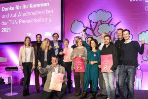 Die Preisträger des Magenta TUN-Fonds für das Jahr 2019 – die Vertreter von OurPower, Semina, Josefbus und Next Generation of Changemaker zusammen mit Magenta CEO Andreas Bierwirth und Jury-Vorsitzenden Franz Fischler.