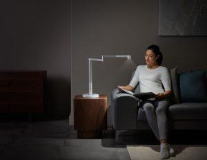"""Wie Erfinder Jake Dyson erklärt, erkennt die neue Dyson-Leuchte Lightcycle Morph das natürliche Tageslicht und passt ihr Licht """"intelligent"""" für unterschiedliche Anwendungsszenarien an. """"So liefert sie das richtige Licht zur richtigen Zeit."""" (Foto: Dyson)"""