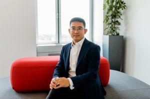 """Wang Fei, General Manager der Huawei Consumer Busines Group (CBG) Austria, gab sich bei der Vorstellung des neuen Ökosystems recht kämpferisch: """"Da wir in Zukunft nicht über eine Google-Lizenz verfügen, müssen wir unabhängig werden. Wir haben die Hardware, jetzt starten wir mit der Software und bauen unser eigenes Ökosystem auf."""