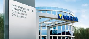 Varta wehrt sich gegen mutmaßliche Patentverstöße chinesischer Unternehmen. Im Dezember sollen Schnurlos-Headsets von Samsung im Handel aufgetaucht sein, in welchen chinesische Batterien verbaut waren, die gegen vier Patente des deutschen Marktführers verstoßen. (Bild: Varta)