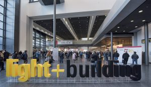 Der Veranstalter hielt die Risiken durch das Coronavirus zunächst für überschaubar – nun wurde die Weltleitmesse für Licht- und Gebäudetechnik aber doch in den September verschoben.