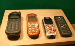 Forscher können den alten Lithium-Akkus gebrauchter Handys wieder neues Leben einhauchen. Die Unreinheiten von Graphit werden dabei durch einen aufwendigen Restrukturierungsprozess ausgemerzt. (Symbolbild: Harald Wanetschka/ pixelio.de)