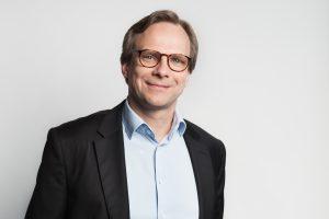 Wie Magenta CEO Andreas Bierwirth mitgeteilt hat, sieht der Netzbetreiber derzeit bei Sprachtelefonie und Internetnutzung eine besonders starke Nutzung. Die Kunden-Frequenz in den eigenen Shops ist dagegen zurückgegangen.