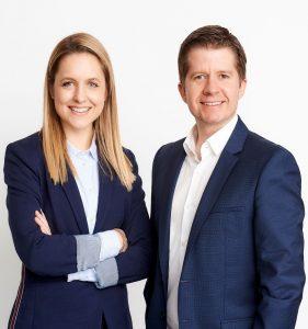 Julia Schandl verantwortet ab sofort die Leitung des Brandmarketing der Marken Bosch, Siemens, Neff, Gaggenau und Constructa, die Consumer Experience Journey sowie die strategische Abstimmung der BSH Marken. Markus Ettenauer übernimmt die Marketingleitung aller Marken der BSH Hausgeräte.